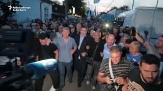 Saakashvili Supporters Force Entry Into Ukraine thumbnail