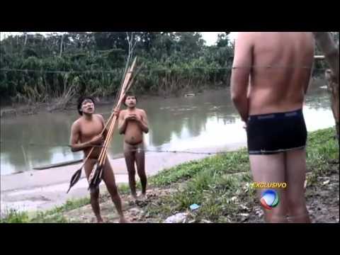 Índios isolados da Amazônia cruzam a fronteira para fugir de ataques e pedir socorro
