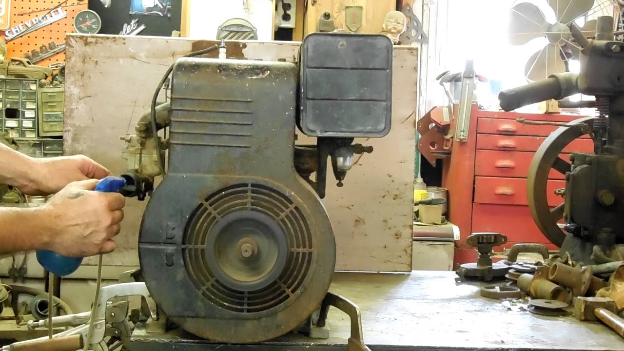 Briggs And Stratton Engine >> 1949 Briggs & Stratton model 23 David Bradley Engine - YouTube