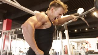 Rob Riches Training Shoulders - INSANE DELT Workout