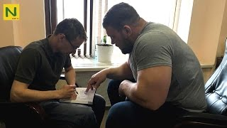 ベンチプレス世界記録 335KG(ノーギア)の怪物。超高重量トレーニング(筋トレ) | Kirill Sarychev King of bench press
