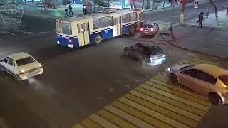 Смотреть видео ДТП в Перекрёстке МОСКВА 01.02.2019 онлайн