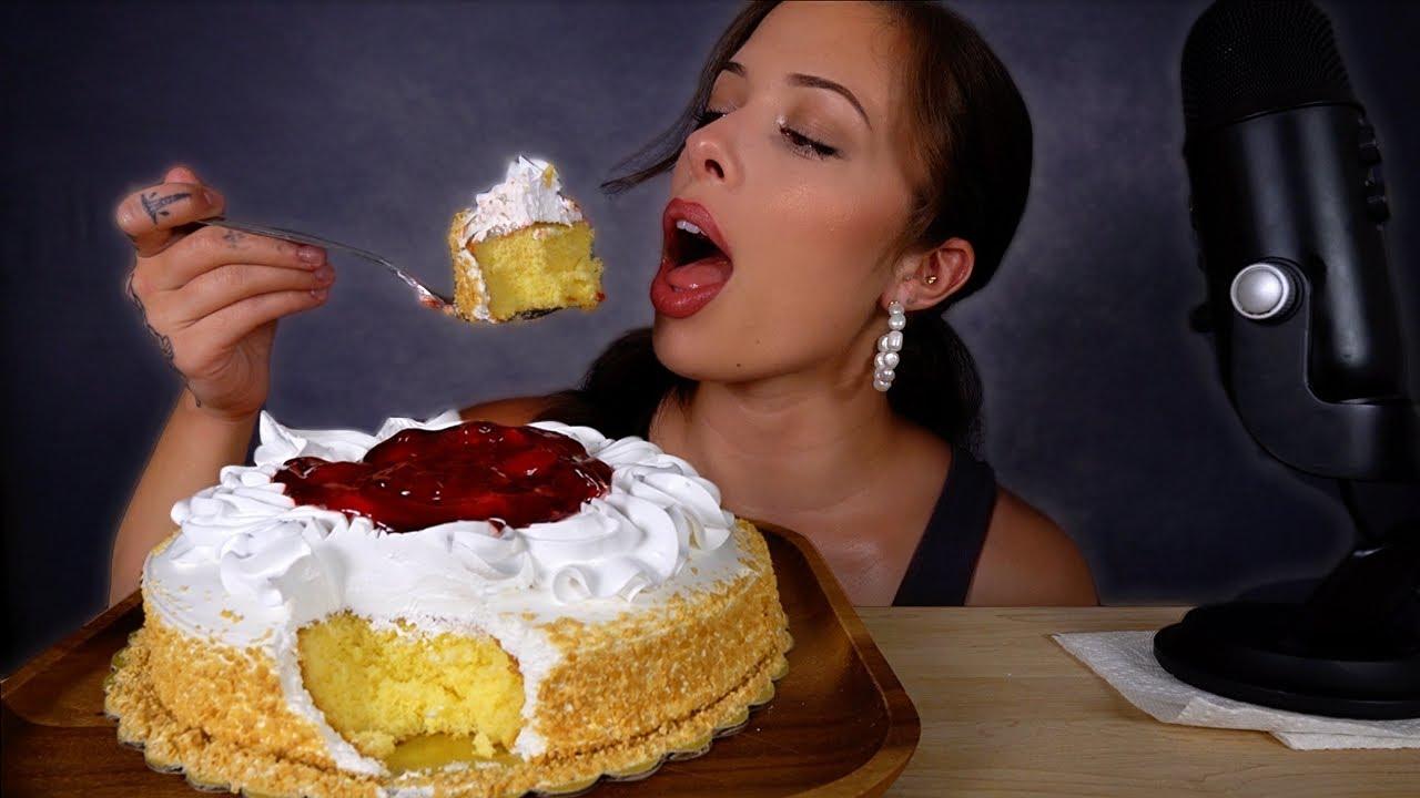 ASMR MUKBANG Strawberry Crunch Cake (big bites!)