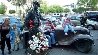 Life in Russia - the statue of legendary circus clown Yuri Nikulin in Moscow