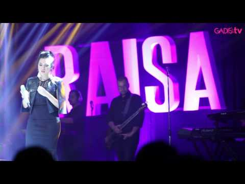 Raisa - Keep Being You (Live at Raisa & Isyana Showcase)
