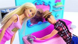 Барби вызывает сантехника. Видео про кукол