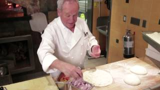People Cooking Things: How To Make Barbecue Chicken Pizza, With Wolfgang Puck