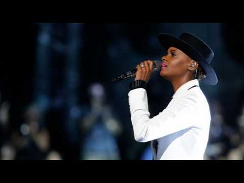 "Vanessa Ferguson Performance of 'Diamonds' on ""The Voice"""