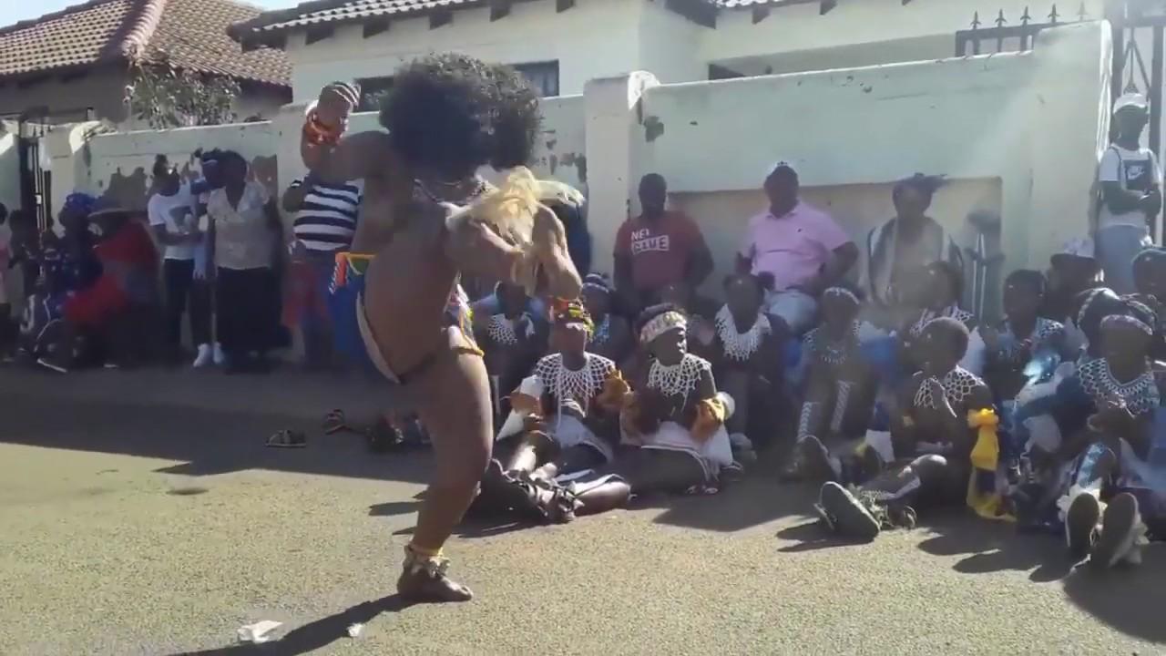 Naked dance Umhlonyani ka Lungile Sigasa - YouTube