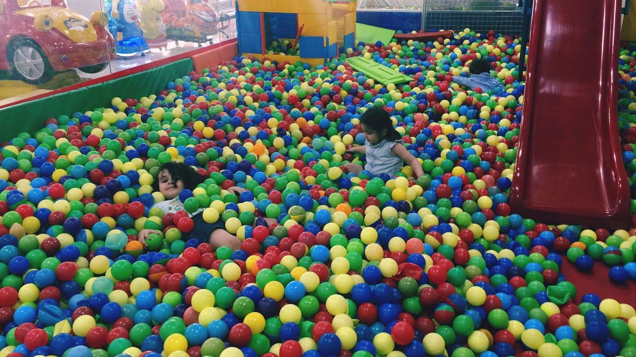 جربنا العاب المول للاطفال مسبح الكرات والمراجيح Mall Games For Children Swimming Balls And Swings Youtube