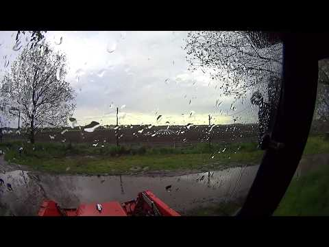 Little bit thunder and rain in filmt in mini Farm tractor