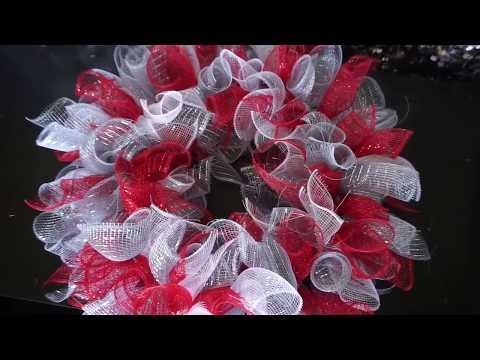 diy:-deco-mesh-wreath-||-dollar-tree-under-$10-||-vlogmas-day-14