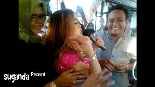 Download Video saweran goyang hot remas remas susu MP3 3GP MP4