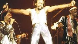 Earth Wind and Fire - September live 1979 ( Maurice White )
