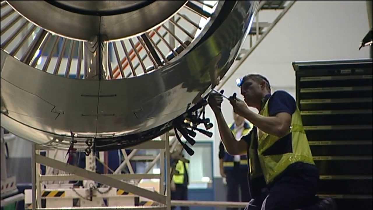 Technik-Check am Flugzeug - Lufthansa Technik im Einsatz am Airport