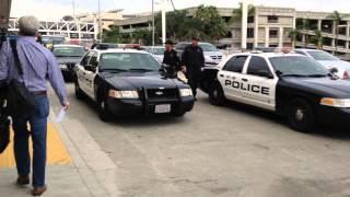 ロサンゼルス空港に警察いっぱいw