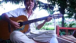 Tuổi già nhưng tâm hồn trẻ ,guitar chú Tuệ Gia kiệm