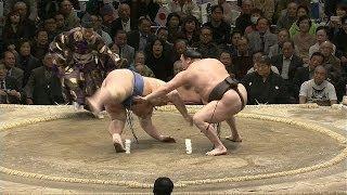 Very rare and cool Sumo technique uchimuso used by Yokozuna Hakuho ...