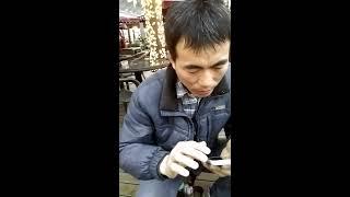 上海南京東路歩行者の靴磨きのおっさん ぼったくり