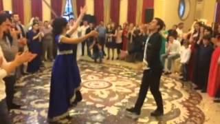 Прекрасно танцуют на дагестанской свадьбе