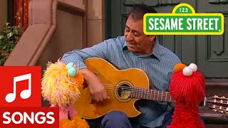 Sesame Street: Me Llamo with Elmo, Zoe and Luis