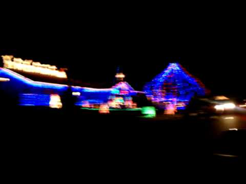 Bagwell Christmas Lights in Springfield MO 2010 & Bagwell Christmas Lights in Springfield MO 2010 - YouTube