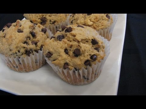 Peanut Butter Chocolate Chip Muffins -- Lynn's Recipes