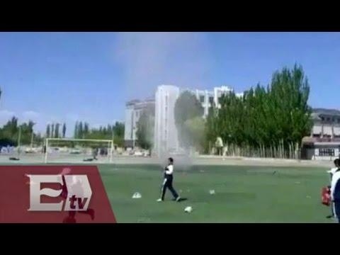 Estudiante es levantada veinte  metros por remolino en China / Atalo Mata