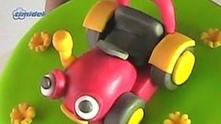 Repeat youtube video Tractor Tom fondant cake (Dort s figurkou Traktor Tom)