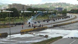 Video: Heridos de bala en un bloqueo de protesta contra Maduro