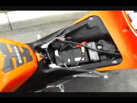 CBR600RR LED relay to slow down turn signals - YouTube