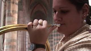 Musical art of horn players, an instrumental technique linked to singing, breath control, vibrato, resonance of place and conviviality