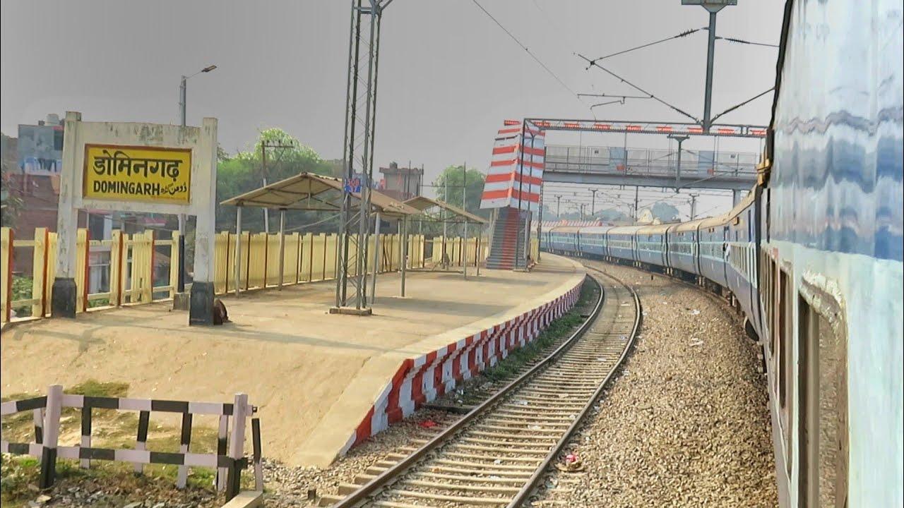 गोरखपुर के अगले स्टेशन डोमिनगढ़ को घूम के पार करते हुए आम्रपाली एक्सप्रेस। Amprapali Express Curve
