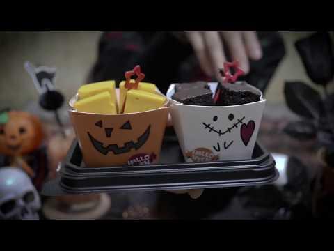 [Japanese ASMR] 🎃 Cake Eating Sounds, Light up Gloves, Whispering ケーキの咀嚼音と光る手袋