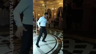 Танцевальный батл на свадьбе. Танцы парней против девушек. Друг жжот своим танцем