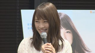 22日投開票の衆院選の期日前投票をPRするため、女優の川栄李奈さん...
