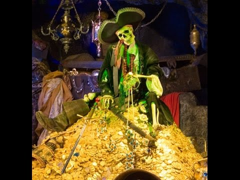 diy pirates of the caribbean ride replica treasure scene halloween decorations potc youtube - Pirate Halloween Decorations