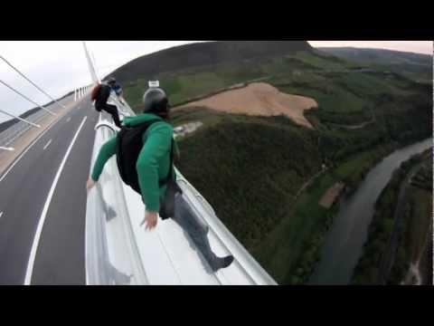 BASE Jump Viaduc de Millau