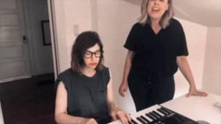 Смотреть клип Sleater-Kinney - Broken