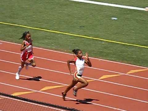 9 yr old girl runs a 26.42 in the 200 - YouTube