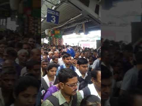 Andheri stations flatfome no 8 var morning public