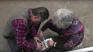 60岁大叔与老伴赌气,用3年发明洗虾机,一小时洗90斤虾