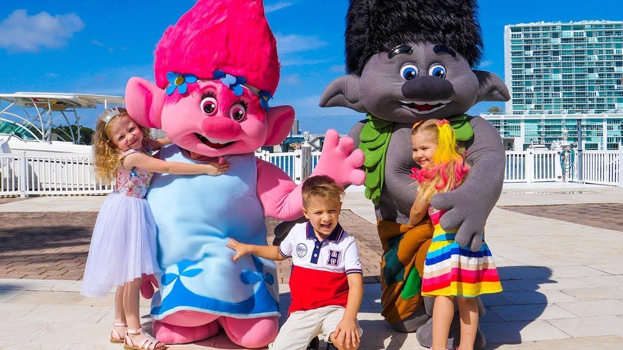 Самый лучший День рождения Насти! 4 года и Зоопарк в подарок, Тролли и Принцессы Видео для детей