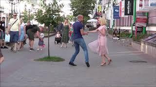 Урок танца на летней улице!!!