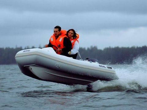 как управлять лодкой с мотором по волнам