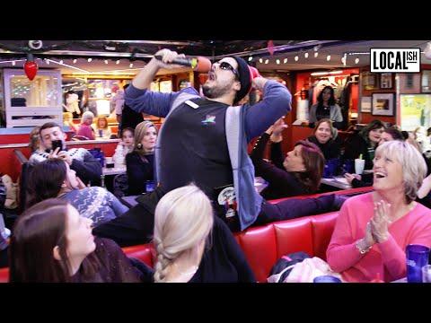 Ellen S Stardust Diner In New York City Worth The Wait Youtube