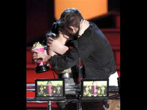Robert Pattinson & Kristen Stewart - Best Kiss At Mtv Movie Awards 2010