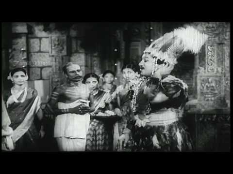 Pengalai Nambaadhe Kangale HD Song
