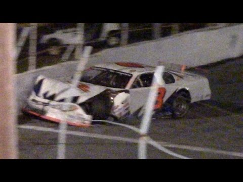 Late Model Crash At Mahoning Valley Speedway Octoberfast 10-22-16