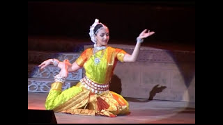 Esha Deol Performing Odissi Dance